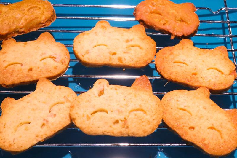こねこの形のクッキーです
