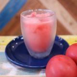 地元で採れた真っ赤なトマトと苺のスムージー